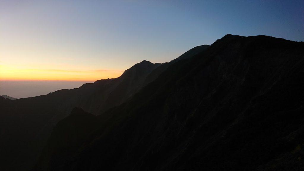 大山の夜明け前